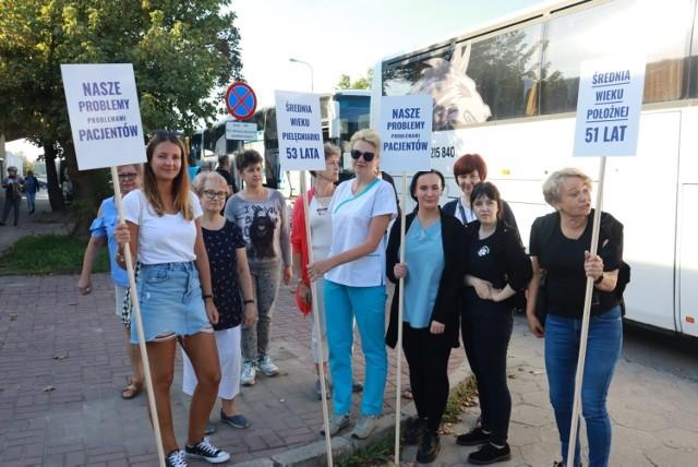 W sobotę (11 września) w Warszawie odbędzie się ogólnopolski protest pracowników służby zdrowia. Z regionu łódzkiego pojechało do stolicy co najmniej kilkaset osób, głównie pielęgniarek. CZYTAJ DALEJ NA KOLEJNYM SLAJDZIE>>>