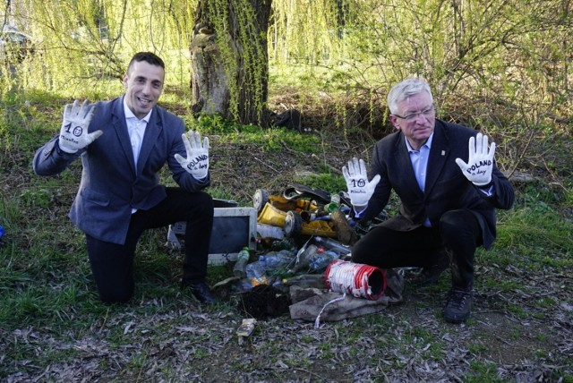Jacek Jaśkowiak przyłączył się do akcji sprzątania Poznania wraz z Hiszpanem, Miqelem Garau Ginardem.  Czytaj dalej --->