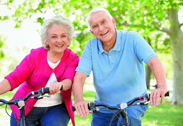 Systematyczne uprawianie sportu pomaga seniorom radzić sobie ze stresem, rozładowuje napięcie psychiczne i poprawia samopoczucie