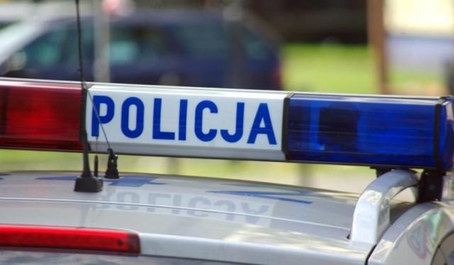 Policjanci po pościgu zatrzymali dwóch mężczyzn.