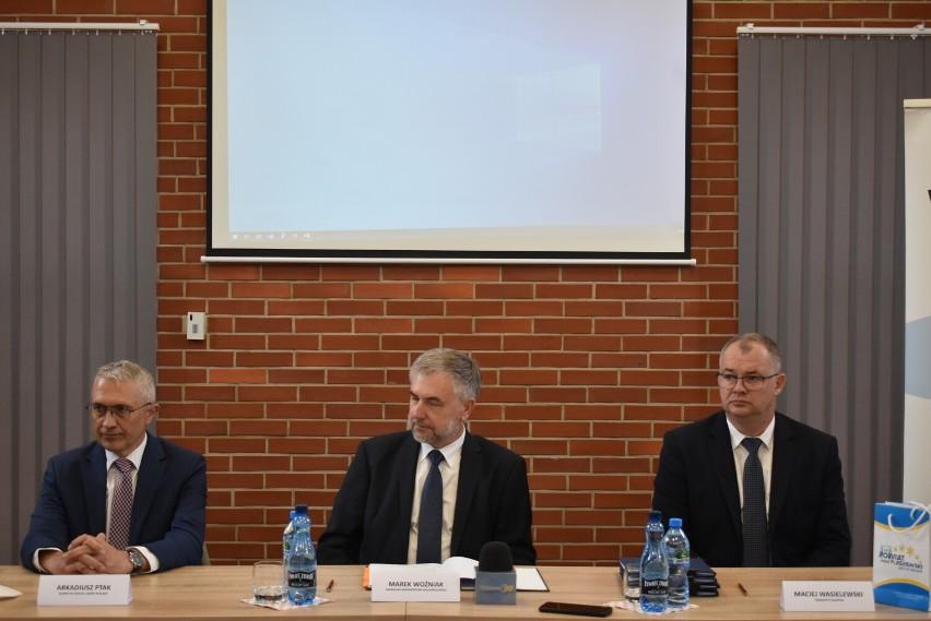 Umowy podpisano w Bibliotece Publicznej Miasta i Gminy w Pleszewie