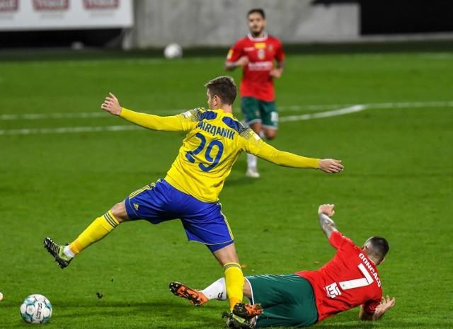 W ubiegłym sezonie Michał Marcjanik wraz z kolegami z Arki Gdynia poradził sobie z Zagłębiem Sosnowiec przy ul. Olimpijskiej. Żółto-niebiescy wygrali 2:0. Czy podobnie będzie dziś?