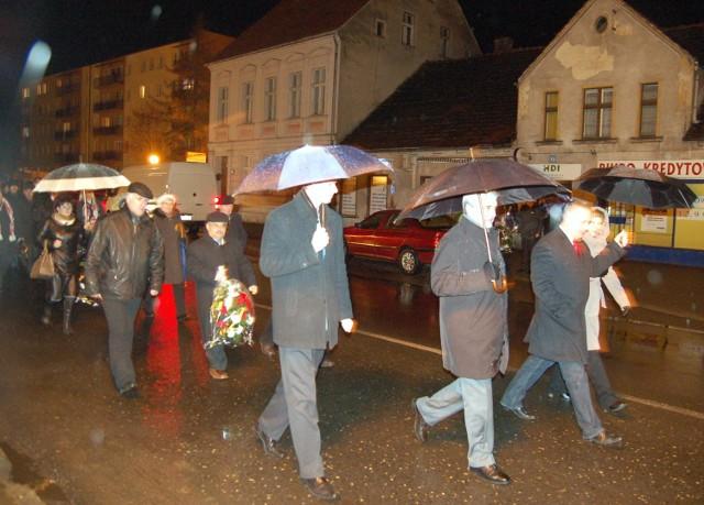 Przemarsz ulicami Zbąszynia, z kościoła pod pomnik na placu Wolności