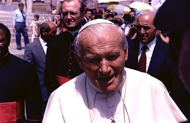 Źródło: http://commons.wikimedia.org/wiki/File:Pope_John_Paul_II.jpg