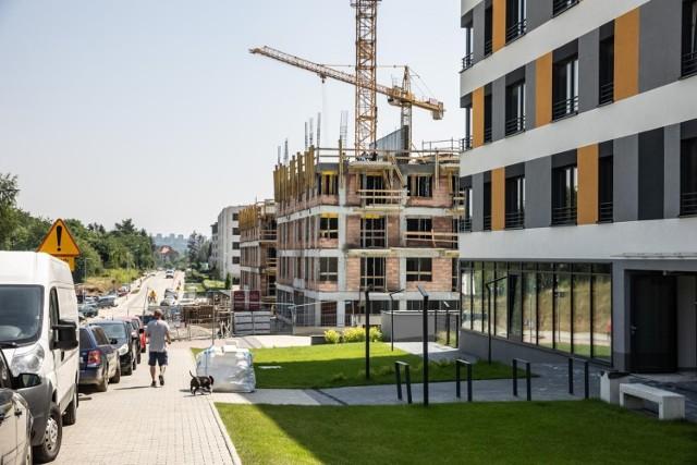 Mieszkania są dziś niezwykle pożądanym towarem, m.in. dla inwestorów, co powoduje, że podaż nie nadąża za popytem.