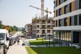 Mieszkania kupujemy aż za szybko, deweloperzy nie nadążają z budową. Czy rosnące stopy procentowe ochłodzą rynek pierwotny?
