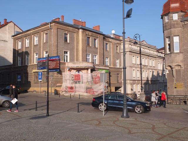 Po zakończeniu remontu byłej apteki, do obiektu przeniesionych zostanie część biur Urzędu Miejskiego w Wałbrzychu