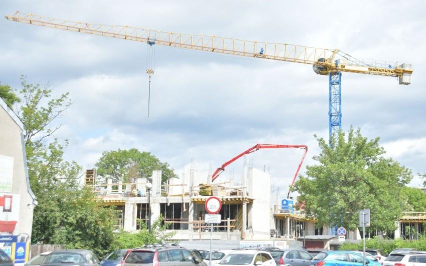 Trwa budowa bloku mieszkalnego Staszica House w centrum Radomia (ZDJĘCIA)