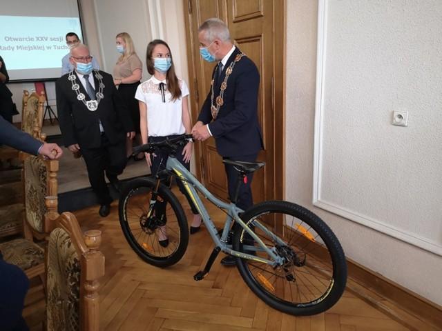 Dominika była rekordzistką tucholsko-wąbrzeskiej sztafety i została uhonorowana za swe dokonanie prezentem w postaci roweru