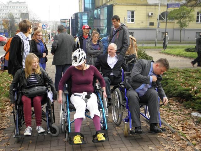 spotyka się z mężczyzną na wózku inwalidzkim 16-latek spotyka się z 20-letnią uk