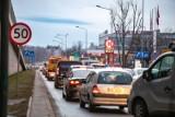 """W Krakowie jest """"za dużo samochodów"""". Twierdzi tak 62 proc. krakowian. Mają rację?"""