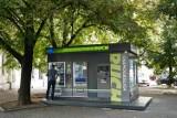 Bez kioskarza i gazet. W Warszawie stanął pierwszy samoobsługowy kiosk RUCH-u