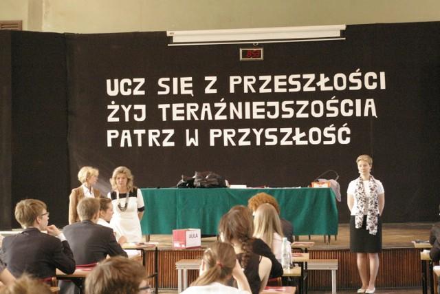 """Matura 2013: Dzisiaj maturzyści walczą z matematyką. Na zdjęciach poznański """"Marcinek"""""""