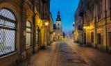 Koronawirus, Piotrków: Opustoszały Rynek Trybunalski i ulice miasta we wtorek po godz. 19 [ZDJĘCIA]