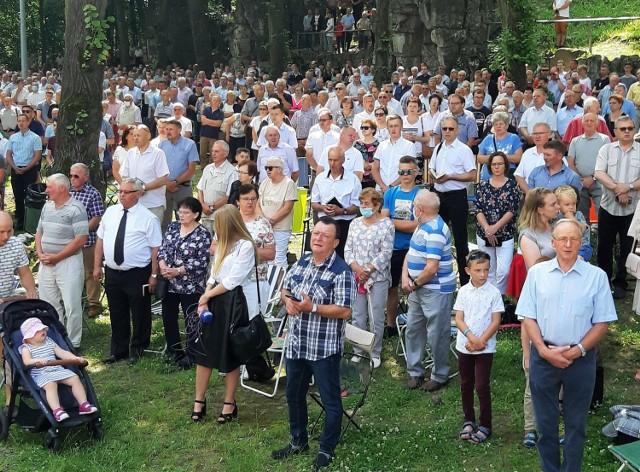 Mężczyźni z rodzinami pielgrzymowali w niedzielę na Górę św. Anny