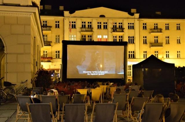 Filmy pod chmurką będzie można obejrzeć już nie tylko na Głównym Rynku. Kino letnie zawita także na osiedle Ogrody
