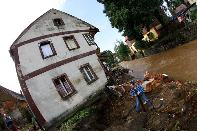 Powódź w Bogatyni - jeden ze zniszczonych domów