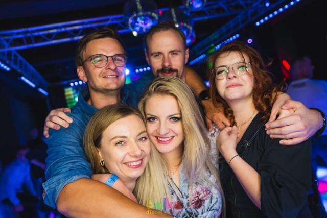 Imprezy w Bajka Disco Club Toruń cieszą się dużą popularnością wśród torunian. Zobaczcie, co tym razem działo się na parkiecie i nie tylko. Oto najnowsza fotorelacja z tego klubu.