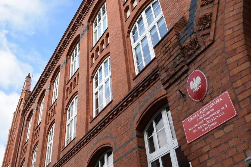 Rozpoczęcie roku szkolnego w Rybniku w czerwonej strefie? Jak będzie wyglądała nauka?
