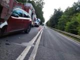 Hyundai wjechał w ciężarówkę na DK78. Groźny wypadek w Porębie. Kierowca nie zachował bezpiecznej odległości