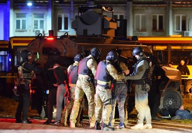 Nocna akcja Żandarmerii Wojskowej w Metrze Wilanowska i zajezdni autobusowej [ZDJĘCIA]