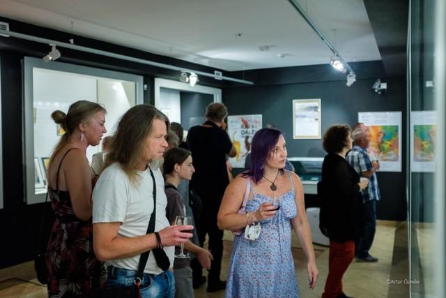 Tarnowscy artyści wrócili do galerii muzealnej. Na wystawę trafiły podarowane przez nich obrazy