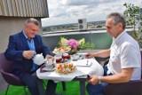 Kawa z sieradzkim starostą na... dachu w nagrodę dla zwycięzcy licytacji na rzecz WOŚP (zdjęcia)