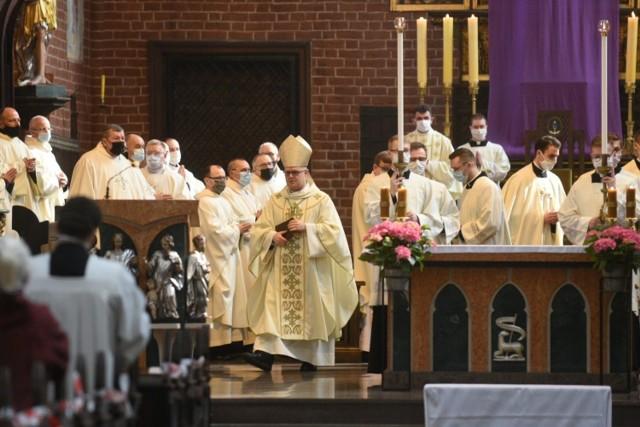 Msza krzyżma w katedrze św. Janów w Toruniu
