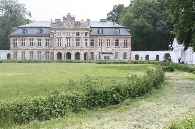 Pałac w Szczekocinach jest wystawiony na sprzedaż.