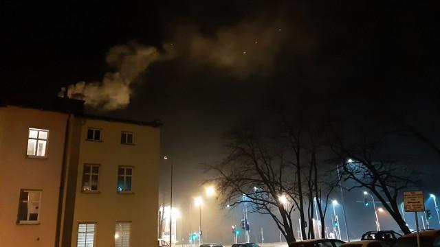 Smog w okolicy skrzyżowania ulic Wrocławskiej i Nysy Łużyckiej w Opolu