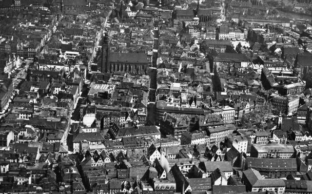 Lata 1930-1934 , Przedmieście Świdnickie i Stare Miasto, widok na północ.