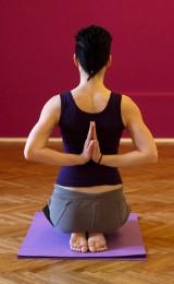 Sprawdź, jak joga może pomóc na ból kręgosłupa