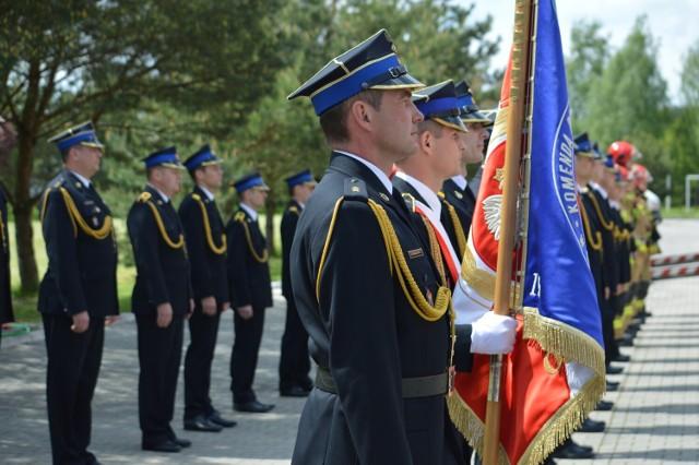 Na placu wewnętrznym Komendy Powiatowej Państwowej Straży Pożarnej w Bełchatowie odbyła się uroczysta zbiórka.