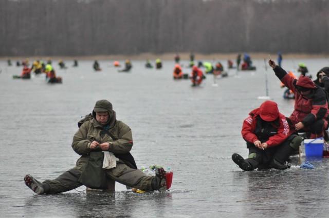Mistrzostwa Polski w wędkarstwie podlodowym na jeziorze Wilczkowo w Szczecinku w roku 2012