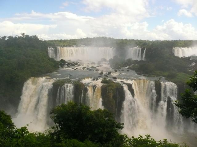 Ściana wodospadów Iguazu widziana ze strony brazylijskiej.