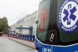Wypadek w Rudzie Śląskiej. 20-letni kierowca wjechał oplem wprost pod pociąg towarowy. Trafił do szpitala