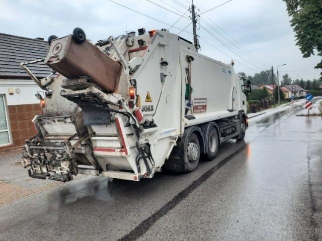 Na ulicy Batalionów Chłopskich w Kielcach autobus zderzył się ze śmieciarką