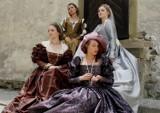 Kraków. Tak nosiły się niegdyś damy modne. Wawel stanie się wybiegiem modowym