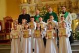 Głogów: W parafii pw. św. Mikołaja trzydzieścioro dzieci przyjęło pierwszą komunię świętą. Dużo zdjęć z trzech uroczystości
