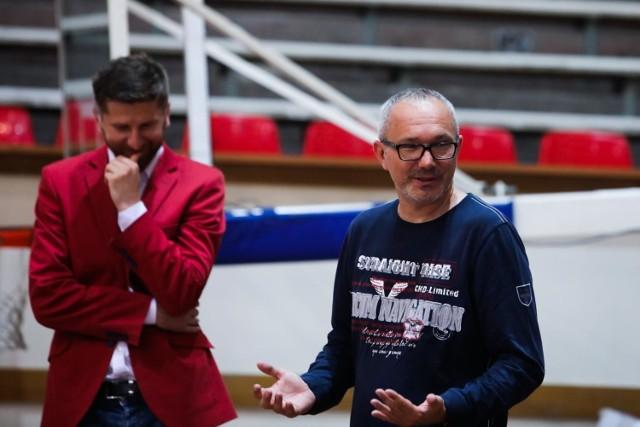 Czy rozmowy prezesa TS Wisła Rafała Wisłockiego (z lewej) z Tomaszem Jażdżyńskim (z prawej), jednym z właścicieli piłkarskiej spółki doprowadzą, że Wisła znów będzie jednym organizmem?