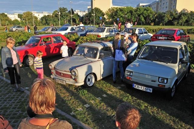 Zabytkowe samochody pod Ergo Areną
