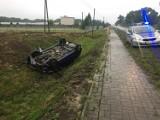 Wypadek w Józefowie pod Kaliszem. Pijana kobieta dachowała autem w rowie [FOTO]