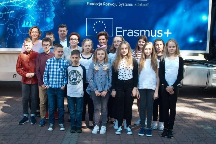 Program Erasmus+ wystartował z nowym budżetem. Można składać...